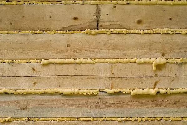 Spumă poliuretanică pentru izolarea casei